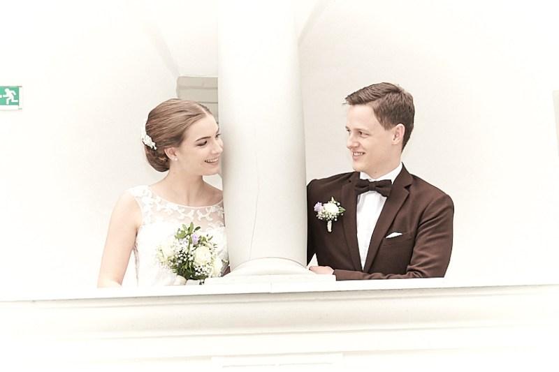 Brautpaar Innenhof St. Peter Hochzeitsfotograf im Mostviertel