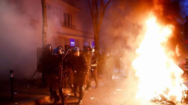 guvenlik yasa tasarisi fransa sokaklarini 13781806 983 m - Güvenlik Yasa Tasarısı Fransa sokaklarını karıştırdı: 30 kişi gözaltına alındı