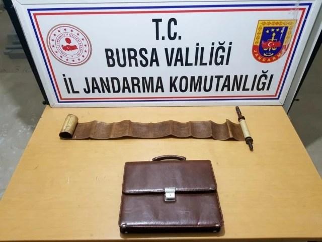 - Bursa'da tarihi eser kitabı jandarmaya satarken suç üstü yakalandılar