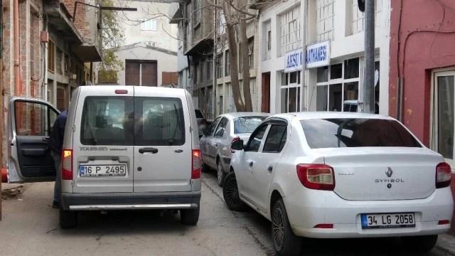 Bursa'da koronavirüsü hiçe sayıp kahvehanesini açtı, ceza yedi