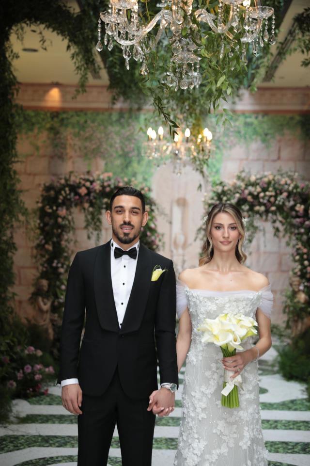 İrfan Can Kahveci, geçtiğimiz yıl nişanlandığı Gözde Doyran ile evlendi