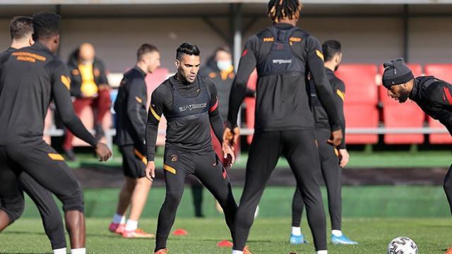 Galatasaray antrenmanında korkutan çarpışma! Falcao ve Kerem hastaneye kaldırıldı