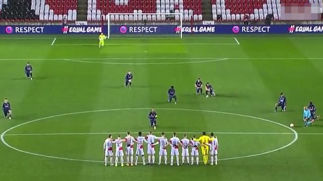 Slavia Praglı futbolcular maç öncesinde ırkçılığa karşı diz çökmedi