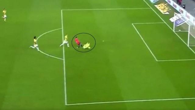 Maçın başında hatasıyla gol yediren Harun Tekin, son anlarda bir de penaltı yaptırdı