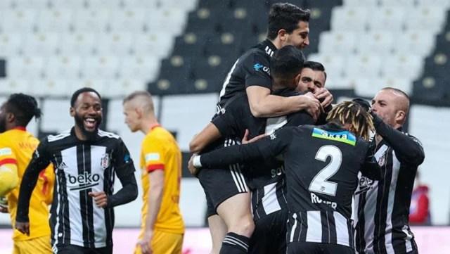 Beşiktaş, kalan 4 maçtan 7 puan alabilirse Süper Lig'de şampiyonluğunu ilan edecek