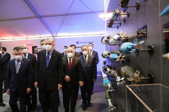 Cumhurbaşkanı Erdoğan yerli ve milli silahları tek tek inceledi, yerinde test etti