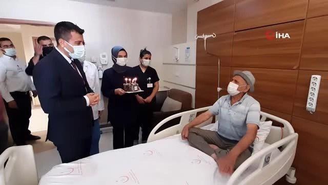 ilk dogum gunu pastasini 81 yasinda hastanede 4 14193160 o
