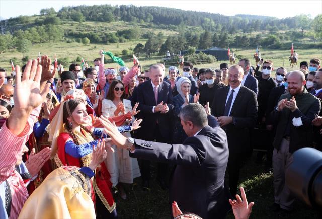 cumhurbaskani erdogan a azerbaycan da buyuk 14203069 647 m