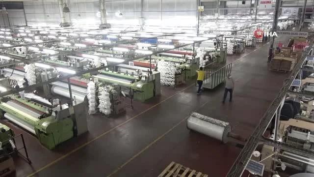 Bursa'da üretim durmuyor, sağlık görevlileri çalışanları işyerinde aşılıyor