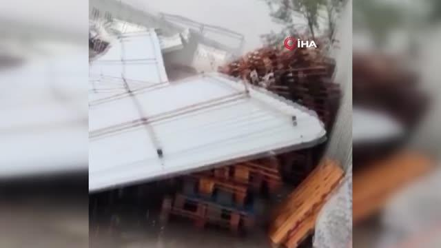 Son dakika haberleri: İzmir'de sağanak yağış ve fırtına ortalığı savaş alanına çevirdi