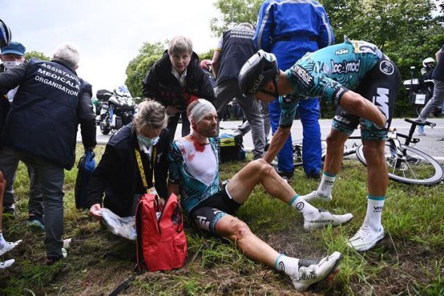 fransa bisiklet turu nda seyircinin actigi 14228446 1088 m