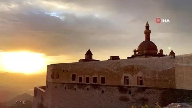 tarihi ishak pasa sarayi nda essiz gun batimi 14231345 o