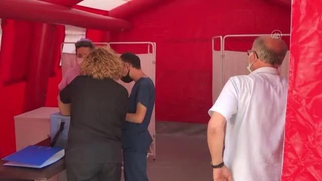 Sağlık çalışanları aşı ve bilgilendirme çadırıyla ayrımındalığı artırmaya çalışıyor