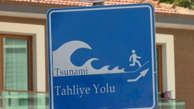 ibb istanbul a tsunami tahliye yolu tabelalari 14384030 6142 m