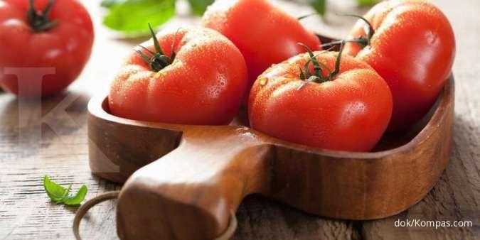 Salah satu manfaat tomat untuk wajah adalah melembabkan kulit.