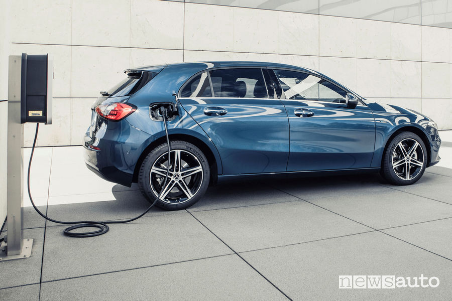 Mercedes-Benz A-Class Plug-in-Hybrid charging from wallbox