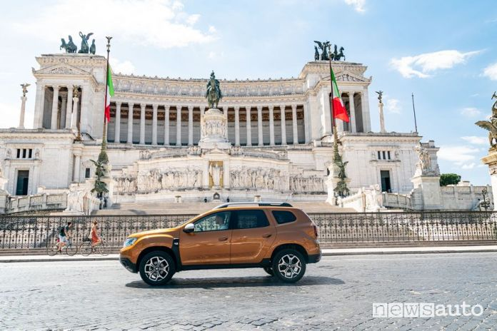 Dacia Duster LPG in Piazza Venezia in Rome