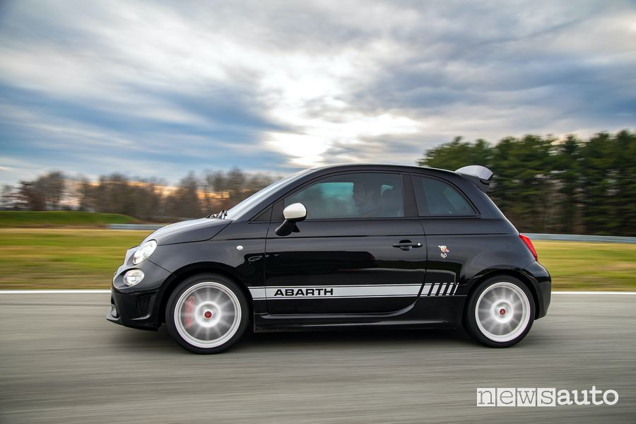Abarth 695 Esseesse side view on the track