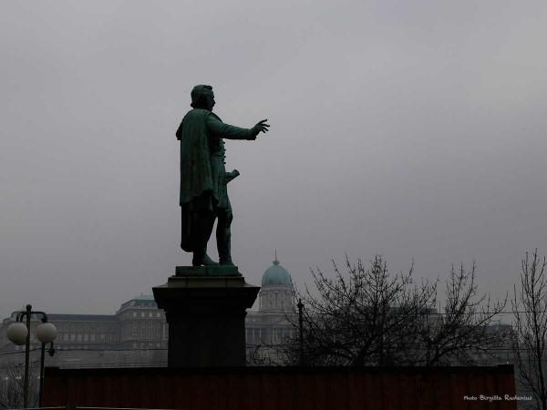 statue_20140206_grey