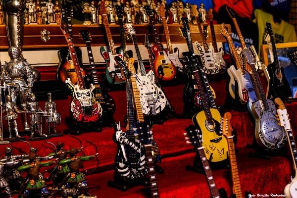 art_20140326_guitars
