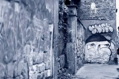 Street Art - I love blue!
