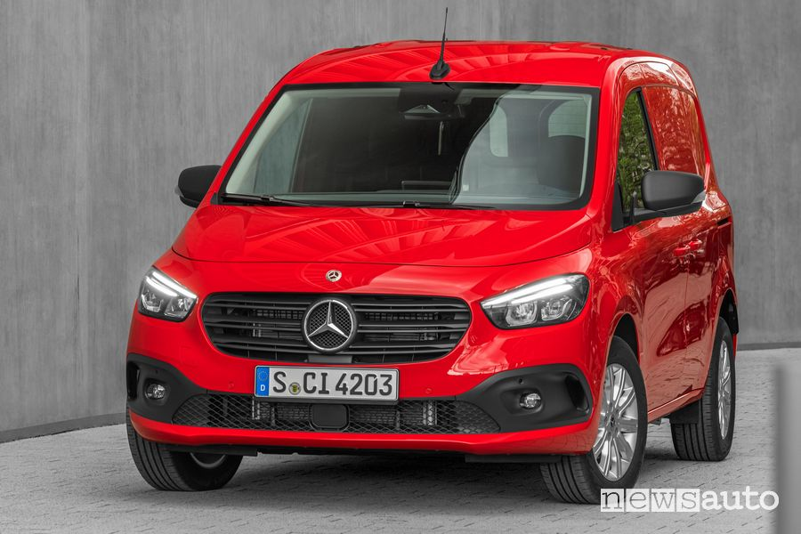 Profile view of the new Mercedes-Benz Citan