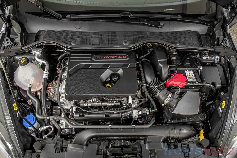 Ford Fiesta ST 2018 Ecoboost 3-cylinder engine compartment 15