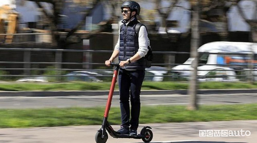 Compulsory helmet for electric scooters