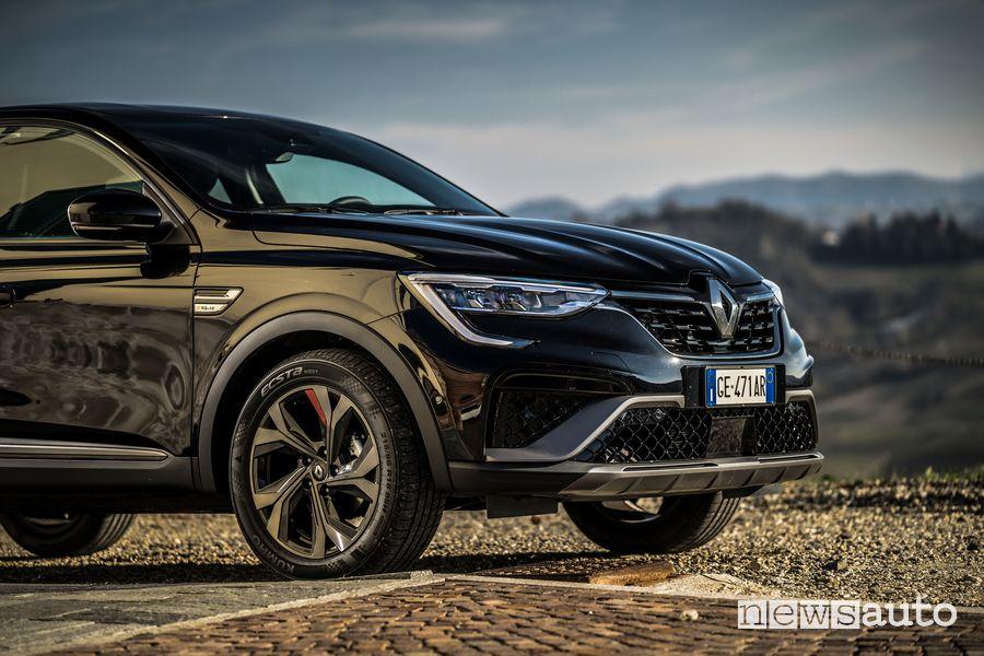 "Wheels of 18"", Renault Arkana RS Line front bumper"