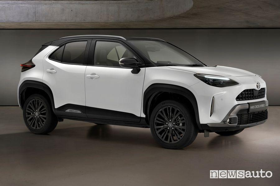 Toyota Yaris Cross Adventure profile view