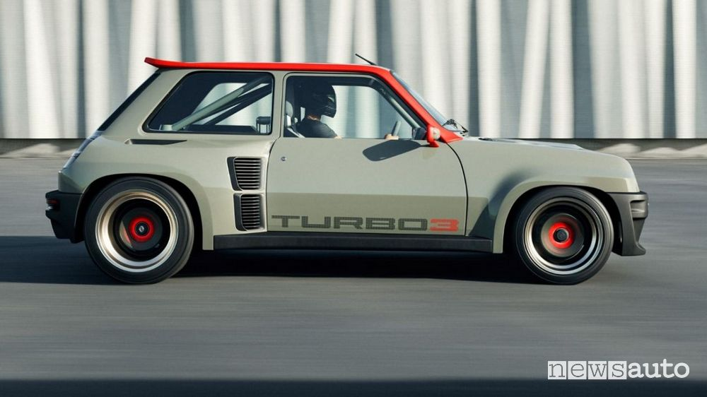 Side view Renault R5 Turbo 3 restomod in motion