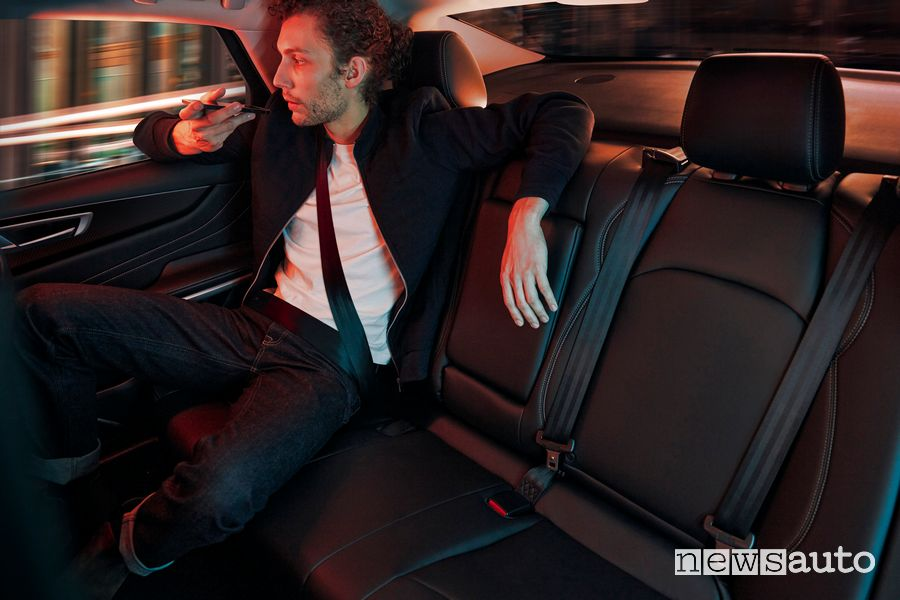 Rear seat passengers Mobilize Limo electric