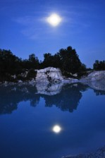 The mirroring of the moon