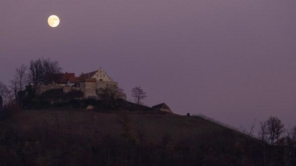 Vollmond am Schloss Staufenberg