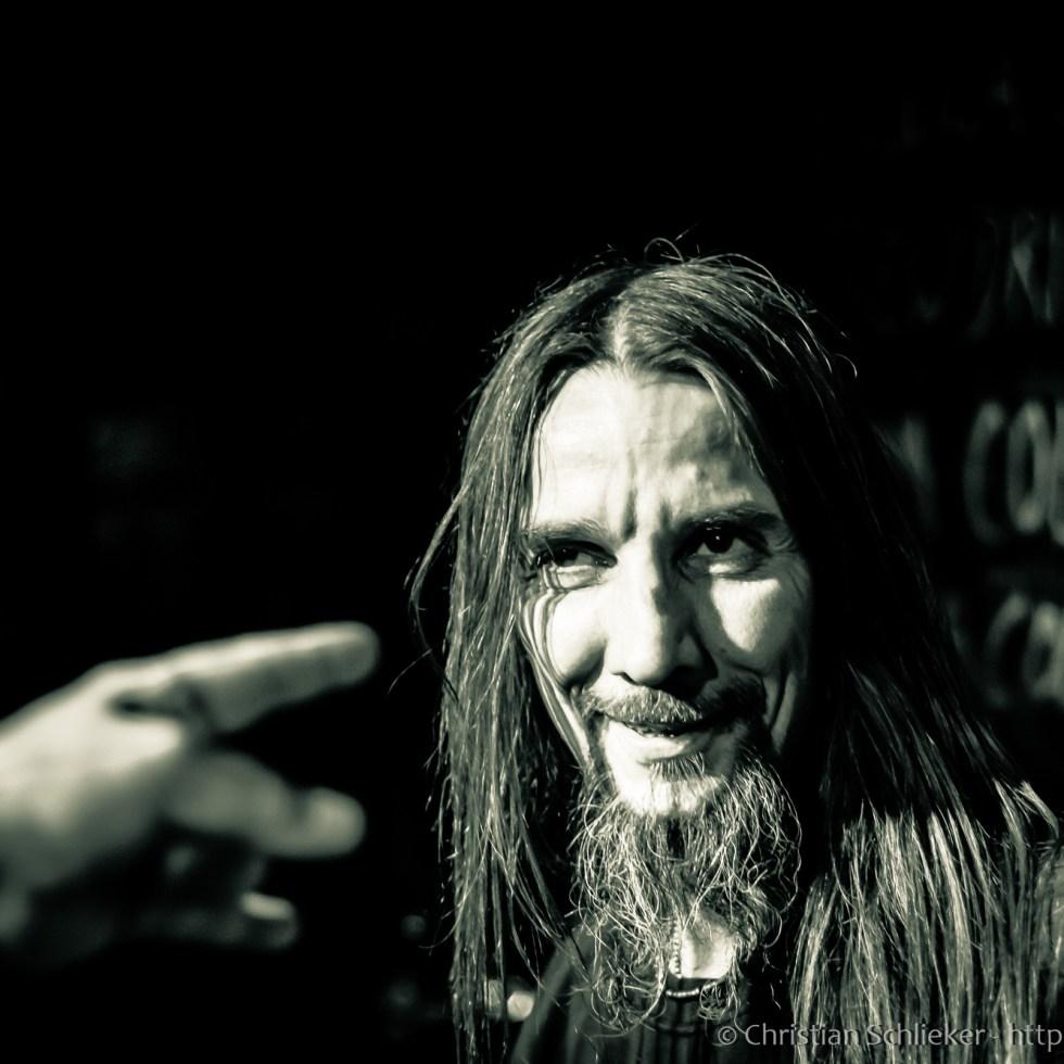 Death Metal Band spielt in Kneipe