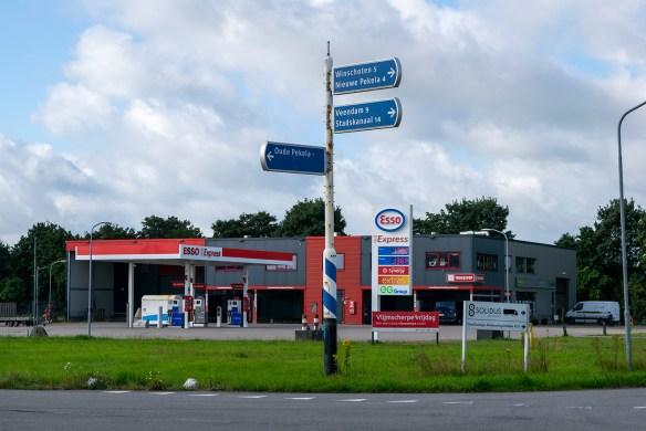 038c_Tankstation Esso Express en GroeNoord