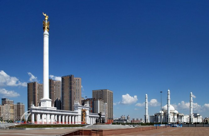 foto 15 Standbeeld voor de gesneuvelden in Astana -foto Jozef Mols
