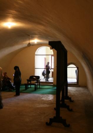 ruang tahanan itu