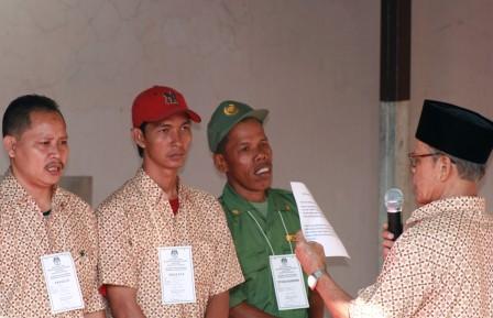 petugas KPPS RT 8/3 Cipinang Muara disumpah