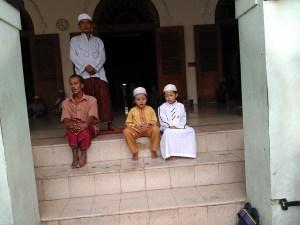 Jamaah masjid ampel surabaya