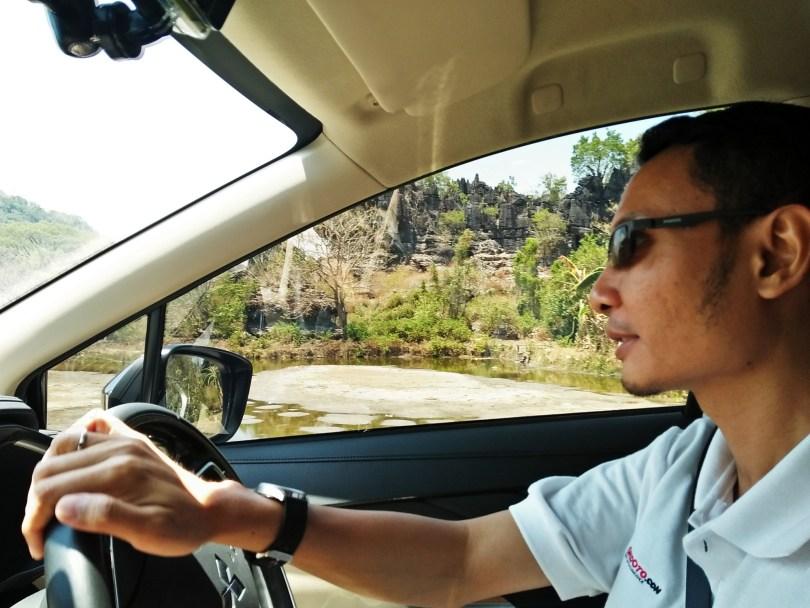 efahmi_mitsubishi_xpander_driving_countryroad