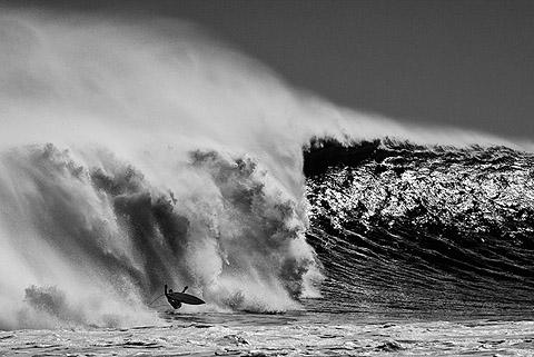 Der wipe-out eines Surfers bei Jakes Point, Kalbarri, Westaustralien, Australien