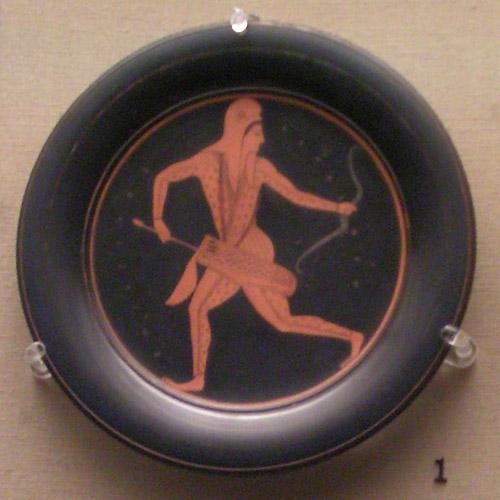 Jeden z najsłynniejszych talerzy Epikteta, przedstawiający biegnącego łucznika scytyjskiego (formacja ta stanowiła rodzaj policji miejskiej w Atenach). British Museum, Londyn.