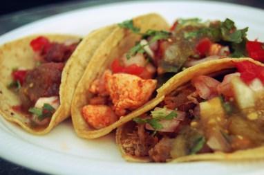 tacos con carnitas pollo y carne