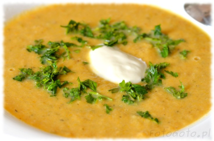 Gotowa zupa na talerzu ZOOM