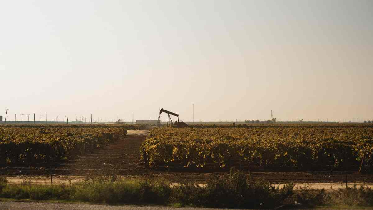 Bakersfield oil pump
