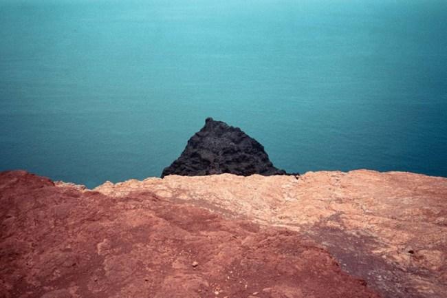 fotografia di cody cobb roccia nera mare