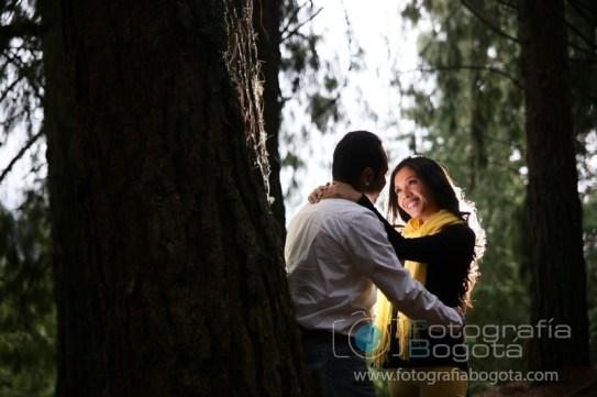 fotos-de-parejas-embalse-del-neusa-fotografias-de-novios-sesion-fotografica-parejas