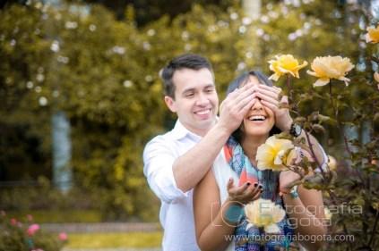 fotos-de-parejas-fotografias-de-novios-fotografias-de-preboda-fotografias-romanticas-lindas-romanticas-jardin