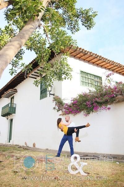 sesion-de-fotos-en-villa-de-leyva-fotografias-de-parejas-fotos-de-pre-boda-pure-love